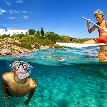 WHY IS TE MEDITERRANEAN SEA SO CLEAR?